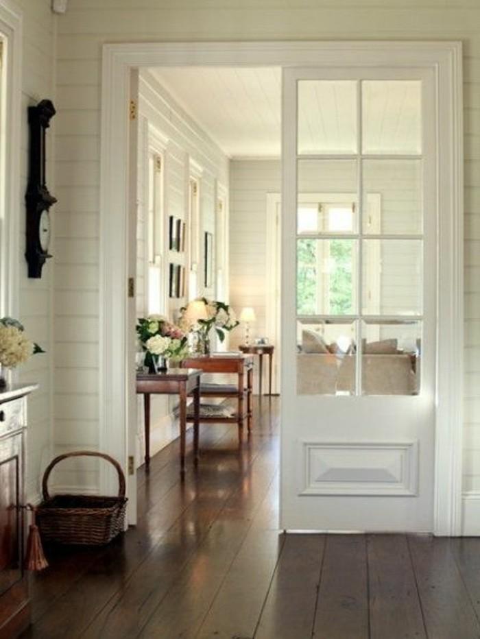 sol-en-planchers-en-bois-marron-foncé-joli-entree-chic-et-moderne-maison-chic-porte-d-entréе-design