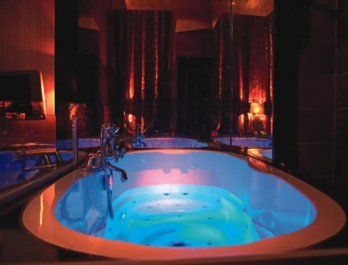 Chambre avec jacuzzi orange design de maison for Ideal hotel design chambre jacuzzi