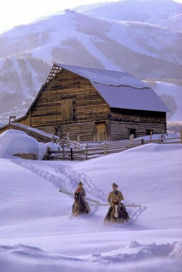 superbe-image-de-montagne-image-de-neige-fond-écran-hiver-maison