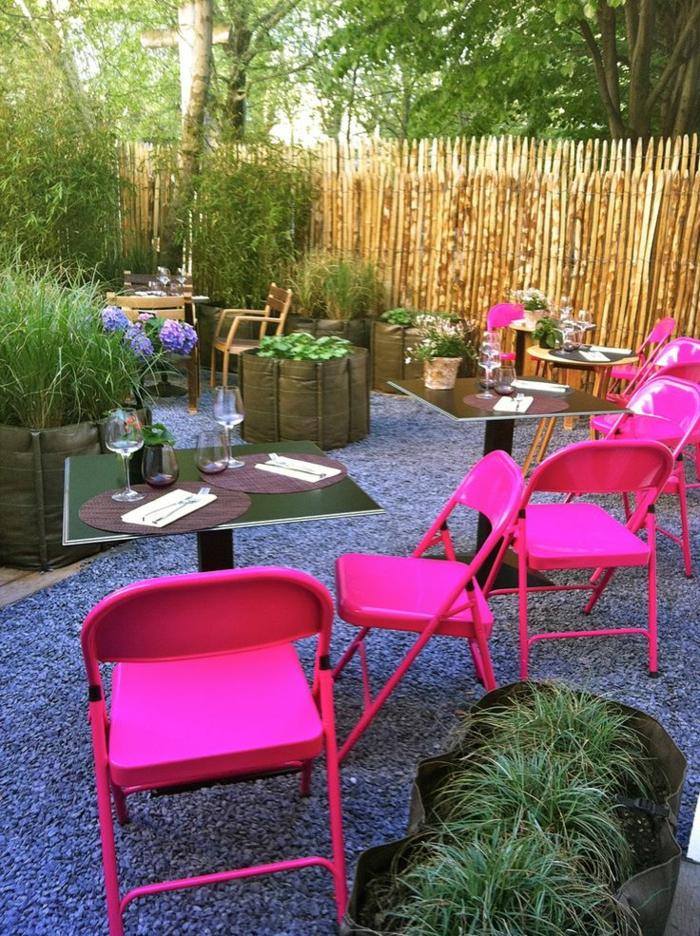 table-pliante-pas-cher-chaises-bistrot-confortable-roses