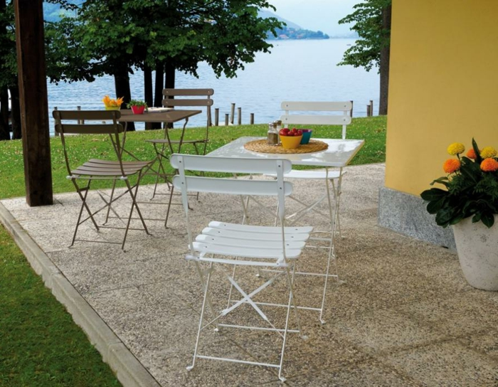 table-pliante-pas-cher-chaises-bistrot-confortable-veranda