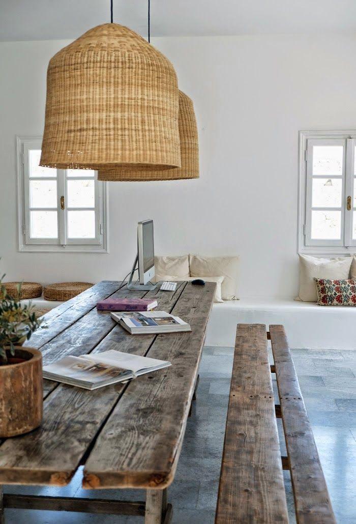 table-rustique-meubles-bois-récup-design-lampes-suspendues-tressées