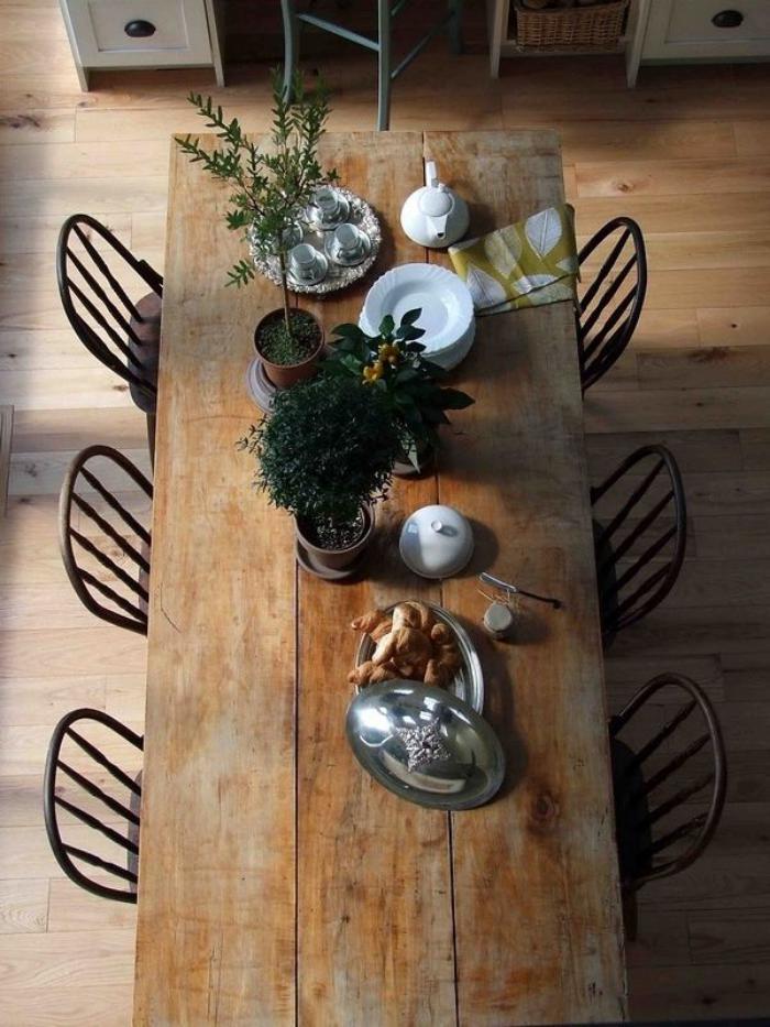table-rustique-simplicité-et-style-rustique