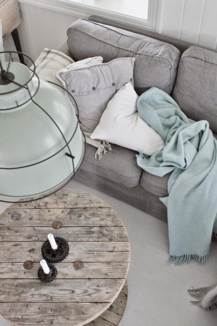 table-rustique-style-rustique-industriel-lampe-industrielle-bleue