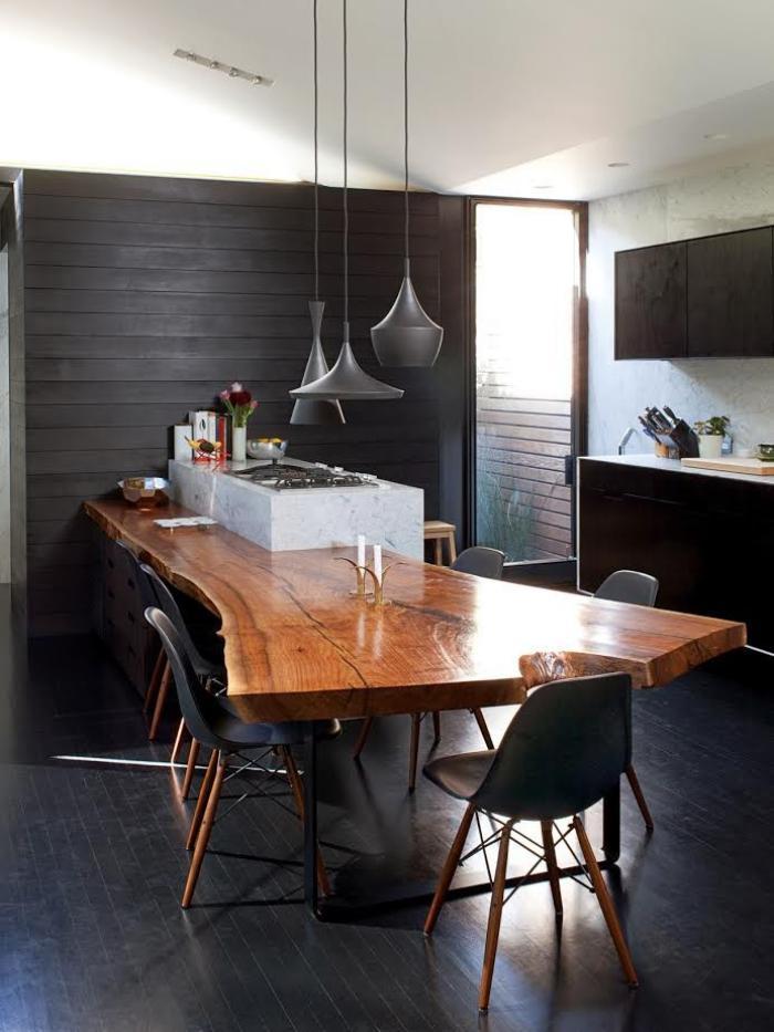 table-rustique-table-magnifique-en-bois-laqué-dans-une-cuisine-moderne