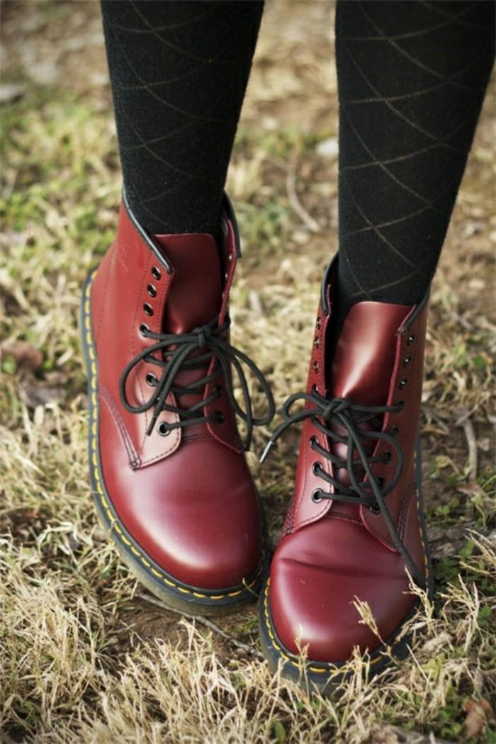 talons-compensés-noirs-chaussures-femme-spartoo-rouges