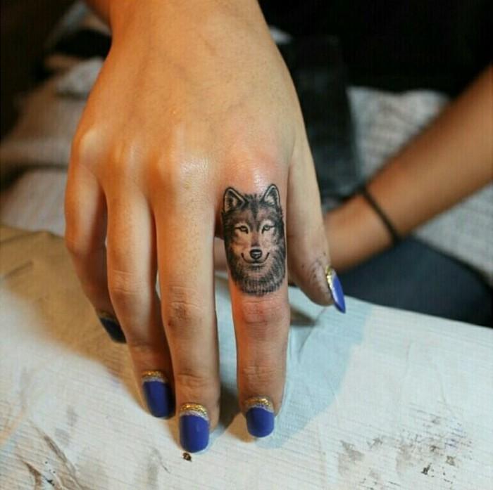 tatouage-colombe-tatouage-feminin-tatouage-aile-d-ange-poignet-wolf