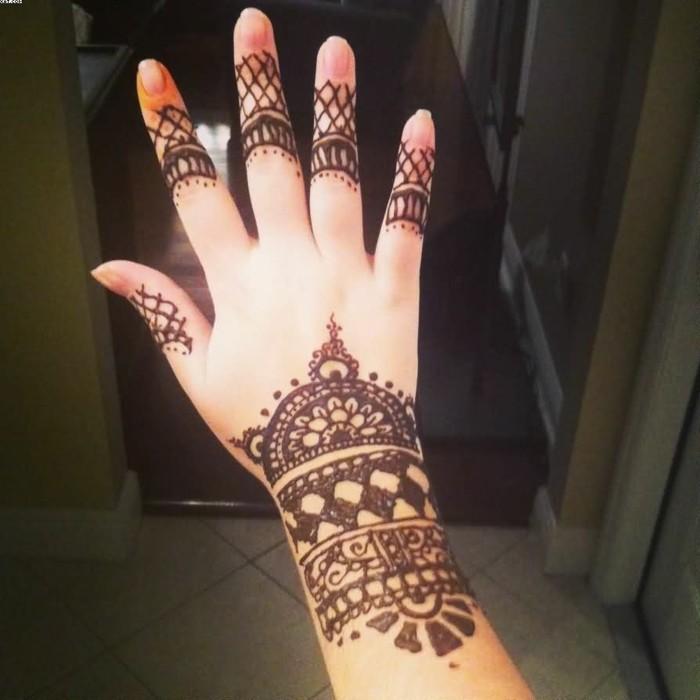 tatouage-papillon-poignet-tatouage-croix-poignet-personnalisé-z-henna
