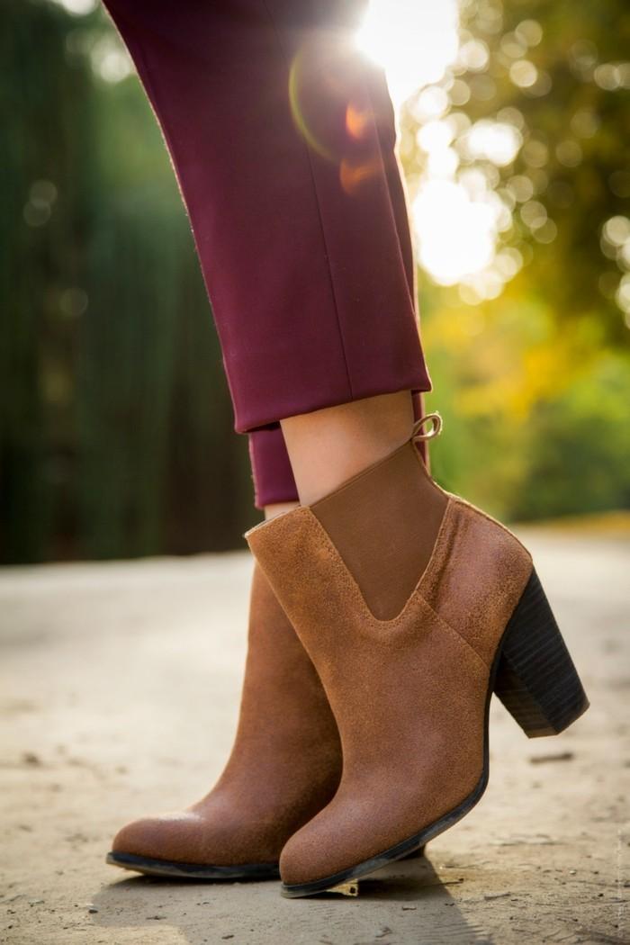 tenue-de-jour-bottine-noire-femme-porter-bottines-femme-noir-brandy-melville