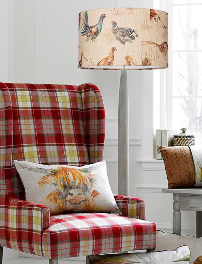 tissi-écossais-grande-chaise-habillée-en-étoffe-écossaise