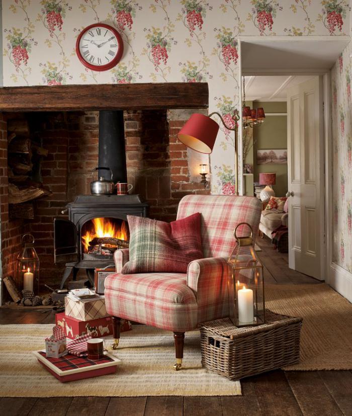 tissu-écossais-étoffe-ecossaise-en-gamme-pastel-sur-un-fauteuil-près-de-la-cheminée