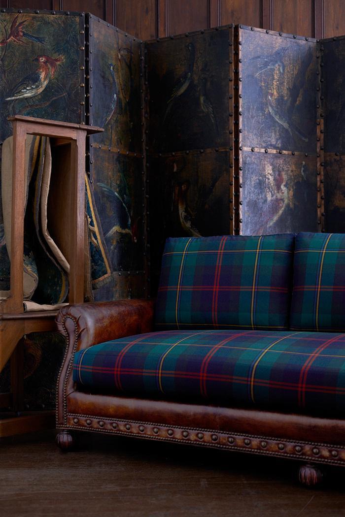 tissu-écossais-beau-sofa-vintage-et-paravent-joli-tartan-en-vert-et-rouge