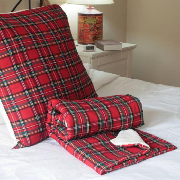 tissu-écossais-housses-en-tartan-rouges-les-tissus-ecossais-dans-l'intérieur