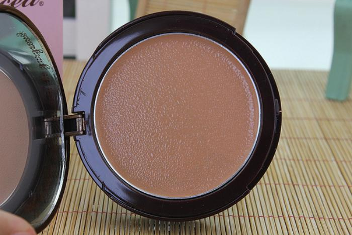 too-faced-amazing-face-powder-foundation-waterproof