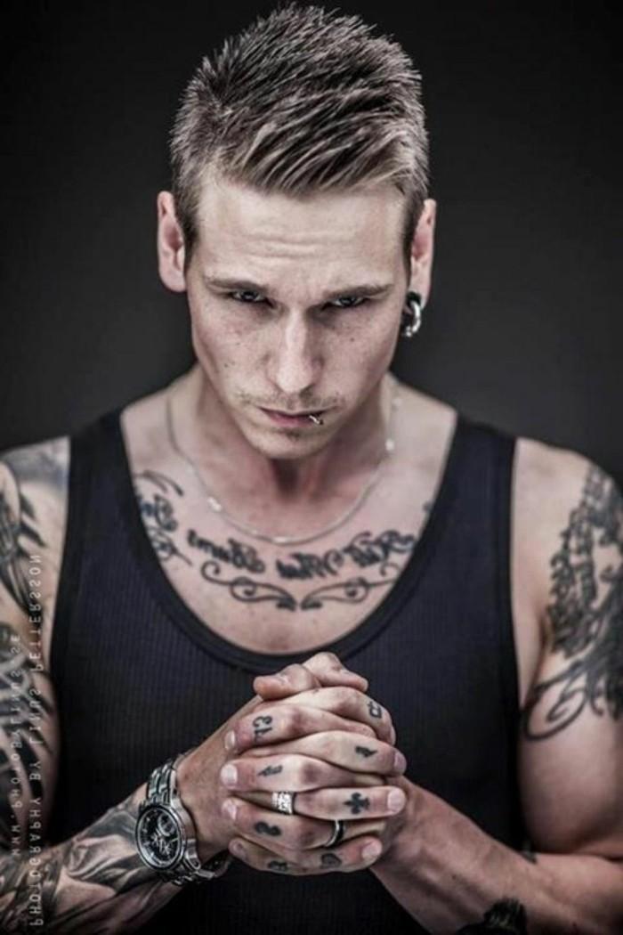 tumblr-tatouage-etoile-poignet--tatouage-polynesien-poignet-beau-gosse