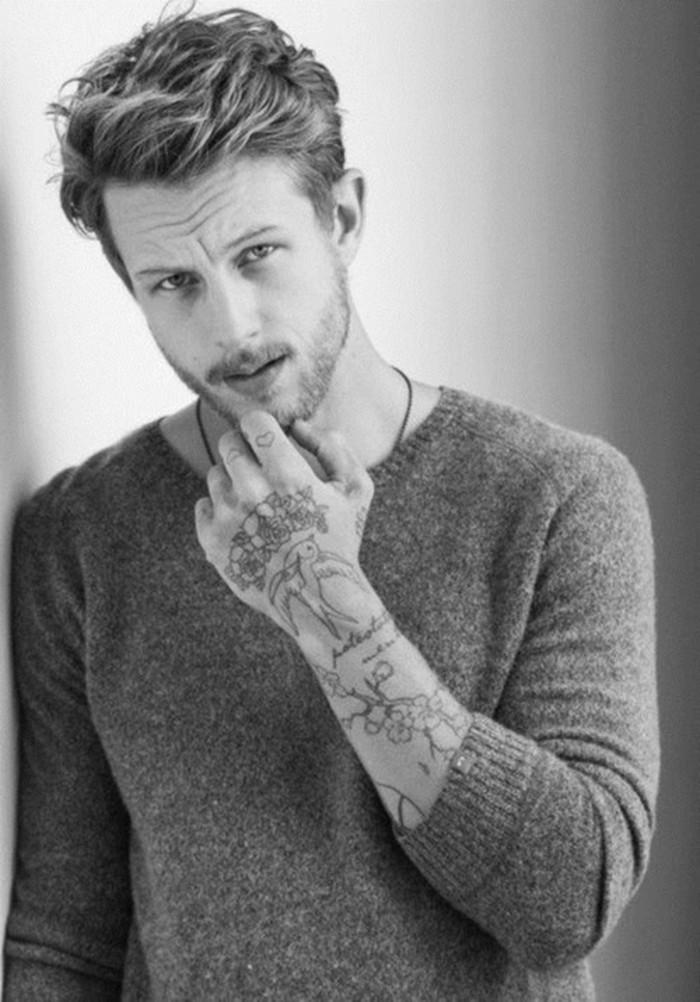 tumblr-tatouage-etoile-poignet--tatouage-polynesien-poignet-cool-homme