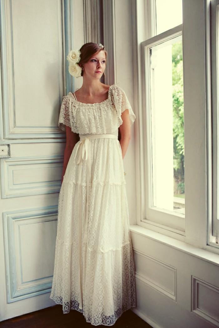 une-idée-pour-votre-mariage-robe-plume-robe-boheme-chic-robe-mariee-dentelle