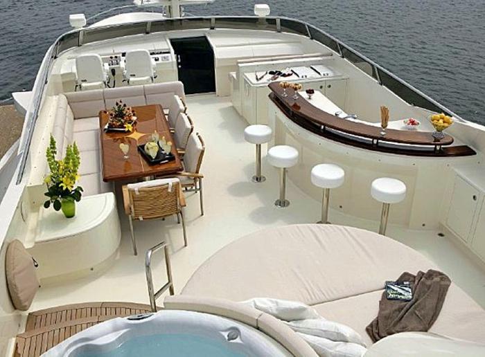 voilier-de-luxe-bateau-yot-exterieur-bar-au-bord-de-votre-voilier-de-luxe