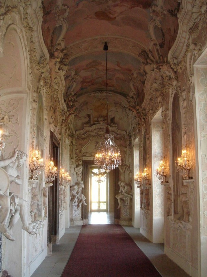 w-interieur-baroque-chambre-style-baroque-meuble-baroque-pas-cher-couloir-baroque-inspiration