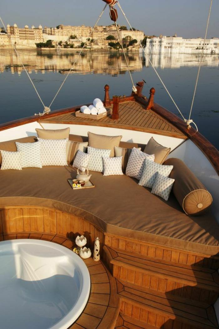 yaute-bateau-yot-de-luxe-nager-avec-un-yaute-bateau-yot-de-luxe-exterieur
