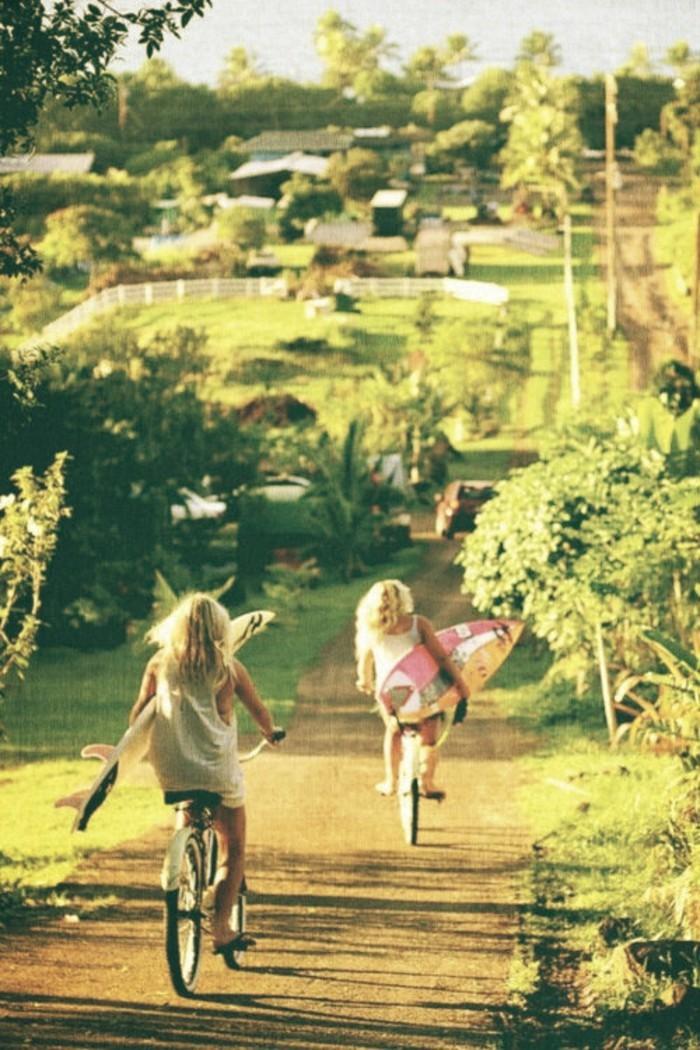 été-libre-nature-surf-formidable-vélo-de-ville-femme-à-prendre-la-route-cool-idée-fleur
