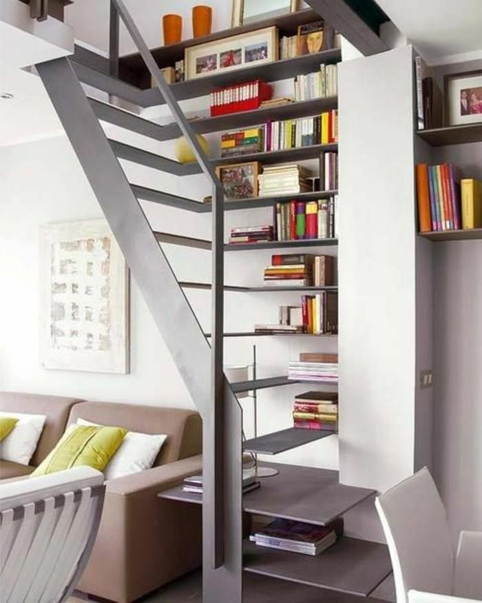 étagère-bibliothèque-en-bois-gris-interieur-chic-meubles-modernes-escalier-d-intérieur