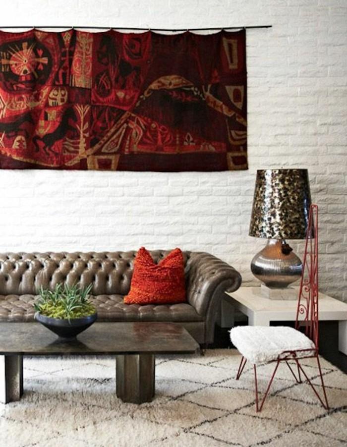 0-canapé-chesterfield-pas-cher-tapis-beige-fourrure-blanc-salon-meubles-de-salon-chic