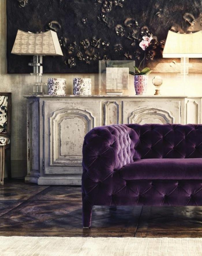 0-canape-capitonne-chesterfield-de-coulelur-violet-comment-associer-prune-couleur-salon