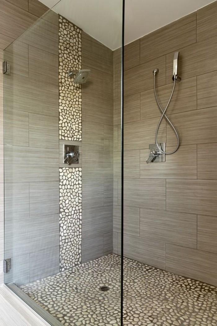 Le carrelage galet pratique rev tement pour la salle de bain for Badezimmergestaltung modern