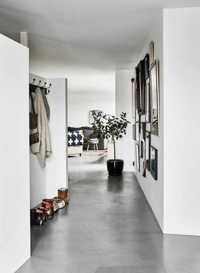 0-couloir-moderne-beton-decoratif-plan-de-travail-béton-cire-sol-gris-murs-blancs-dans-le-couloir