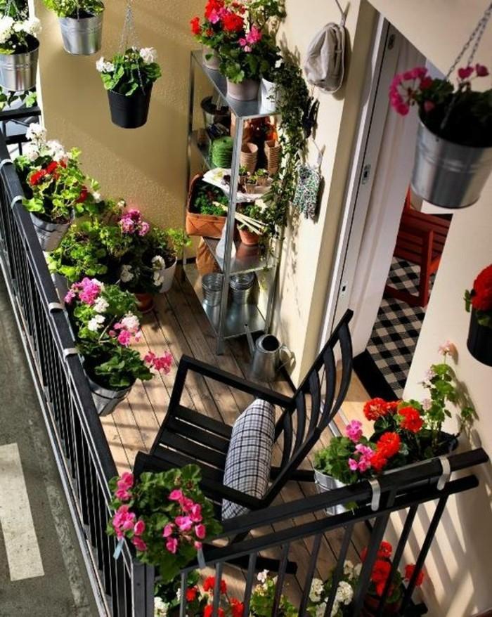 0-joli-balcon-amenagement-balcon-fleuri-fleurs-rouges-pour-votre-balcon