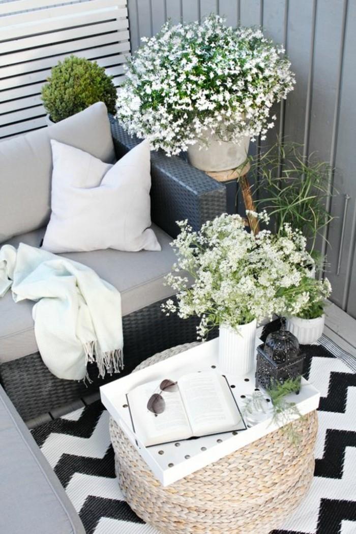 0-joli-balcon-idee-deco-balcon-fleurs-blancs-verts-pour-le-balcon-comment-fleurir-son-balcon