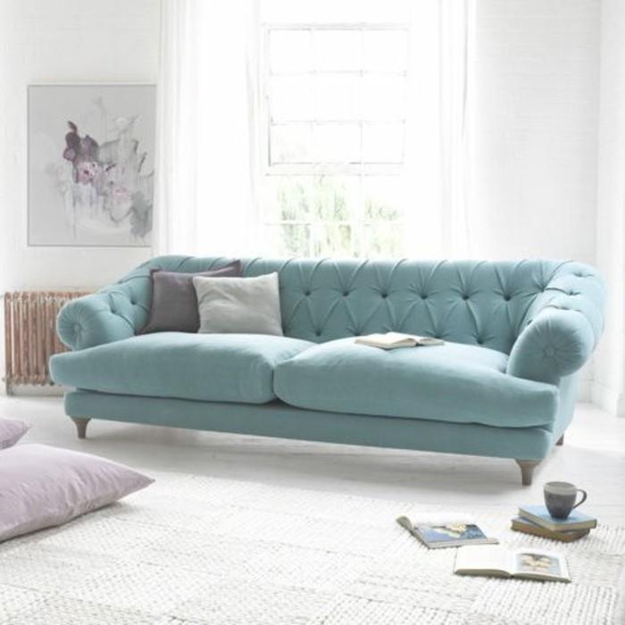 0-joli-canapé-capitonné-bleu-clair-les-tendances-dans-l-amenagement-contemporain