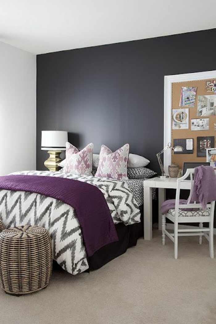 chambre coucher violet simple chambre style chalet de montagne with chambre coucher violet. Black Bedroom Furniture Sets. Home Design Ideas