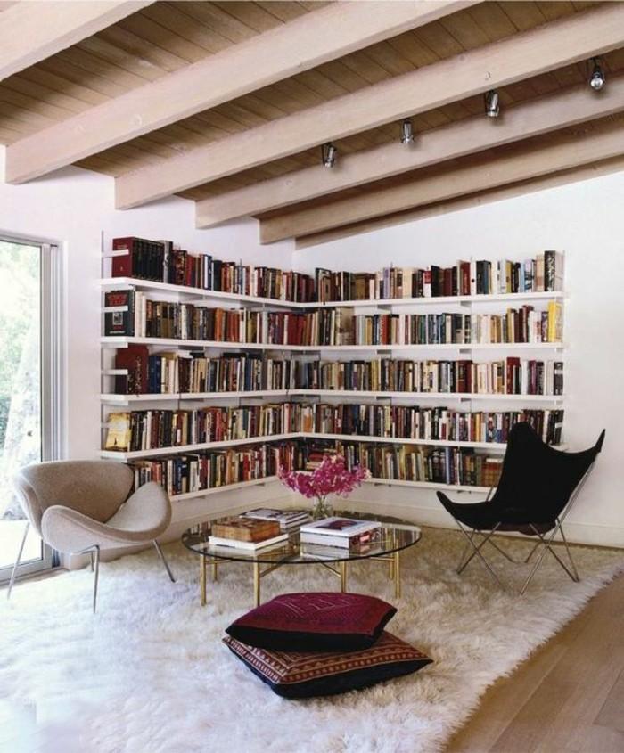 0-milles-idees-pour-les-étagères-d-angle-en-bois-salon-sous-pente-tapis-blanc