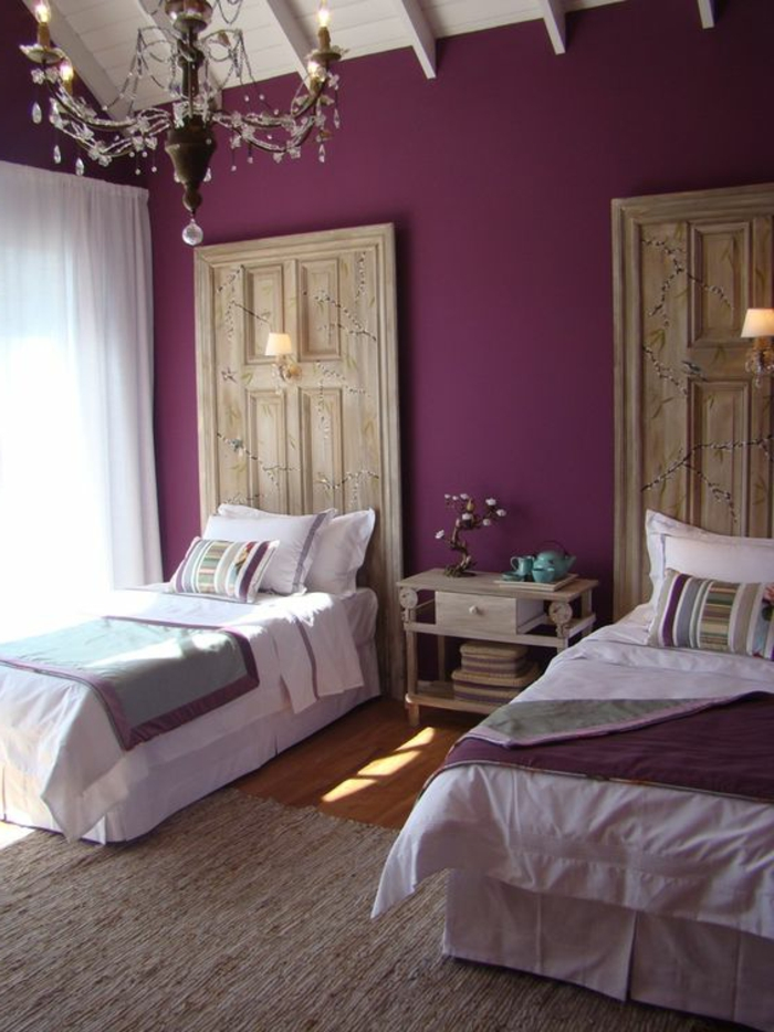 0-nuancier-violet-interieur-chambre-a-coucher-deux-lits-murs-violets