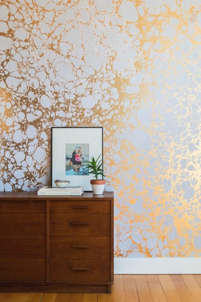 0-papier-peint-chantemur-blanc-doré-papier-peint-blanc-doré-idee-deco-couloir