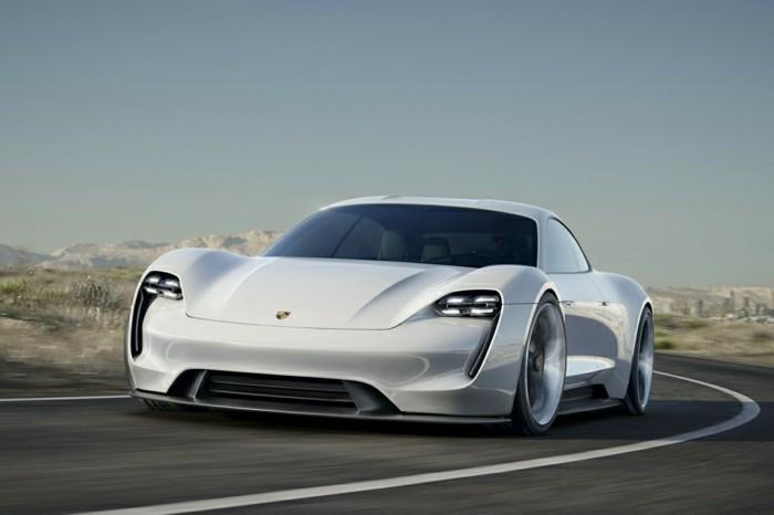 0-porsche-911-blanc-les-meilleures-voitures-de-collection-sur-la-route
