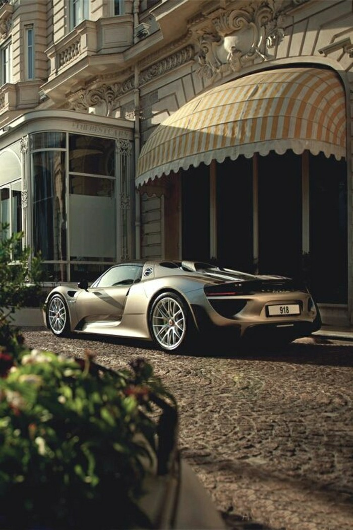 0-porsche-918-spyder-porsche-blanc-les-meilleures-voitures-porsche-achat-voiture-de-collection