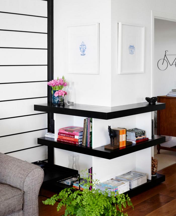 0-salon-chic-meubles-d-angle-en-bois-foncé-canape-beige-sol-en-parquet-clair