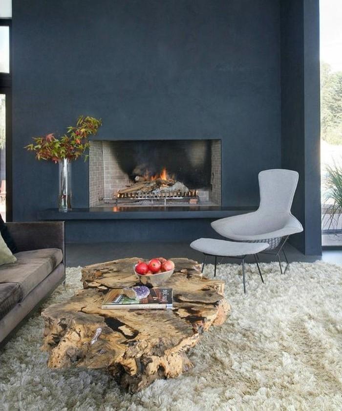 0-salon-de-couleur-bleu-foncé-peinture-mur-salon-assortir-les-couleurs-tapis-blanc