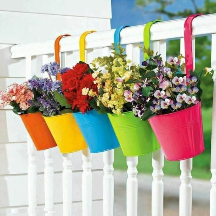 0-savourez-la-beaute-des-fleurs-idee-deco-balcon-amenagement-balcon-grand-balcon-blanc