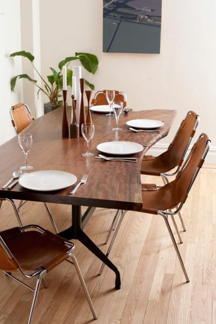 0-table-design-en-bois-foncé-chaises-autour-de-la-table-sol-en-parquet-clair