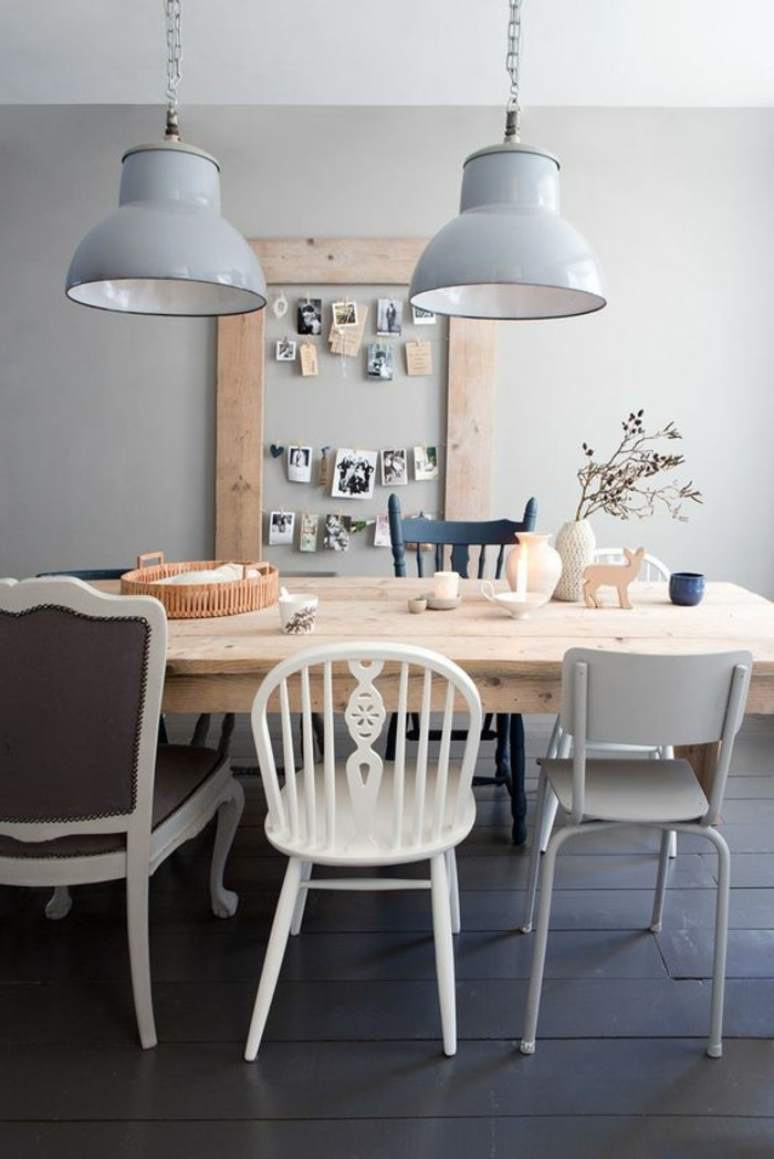 0-table-design-opour-la-salle-a-manger-table-en-bois-clair-chaises-differentes-pour-la-table