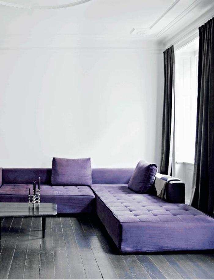 00-joli-salon-chic-nuancier-violet-canape-violet-capitonne-de-couleur-prune