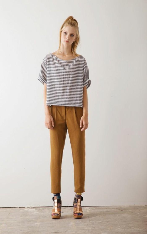 Comment porter le pantalon carotte nos conseils en photos - Comment porter un pantalon beige ...