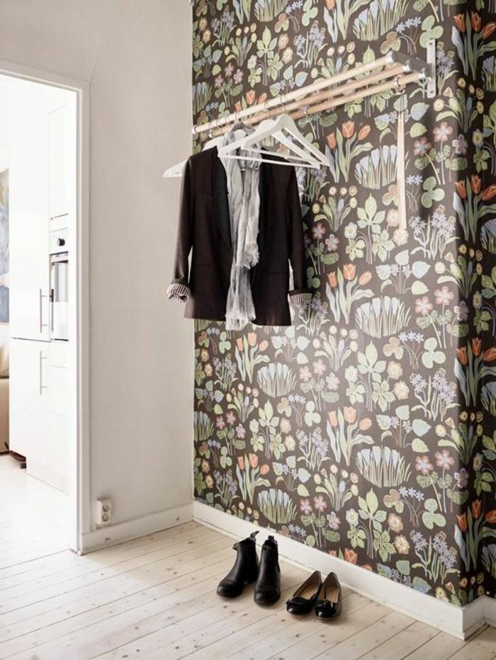 00-papier-peint-chantemur-idee-deco-couloir-en-papiers-peints-coloré-motifs florals