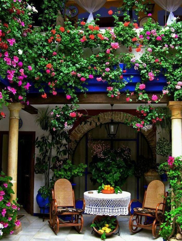 1-le-balcon-de-vos-reves-beaucoup-de-fleurs-rouges-fleurs-grimpantes-pour-le-balcon