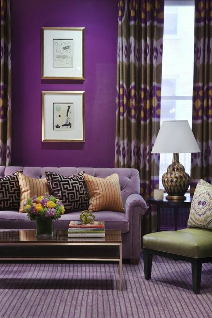 2-0-comment-associer-prune-couleur-joli-salon-de-couleur-violette-tapis-violet-canape-violet-coussins-violets