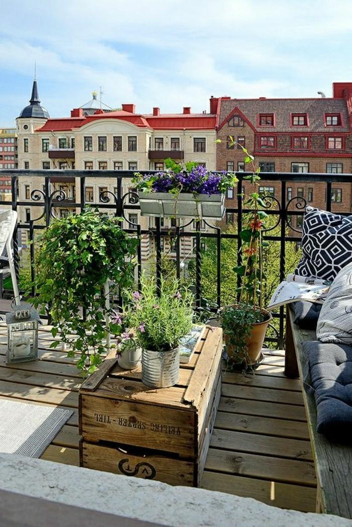2-0-fleurir-son-balcon-amenagement-balcon-sol-en-planchers-en-bois-clair